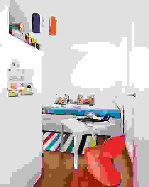 REFORMA APARTAMENTO. C/ MANCEBOS. MADRID. 2011 Dormitorios infantiles de estilo moderno de Bescos-Nicoletti Arquitectos Moderno
