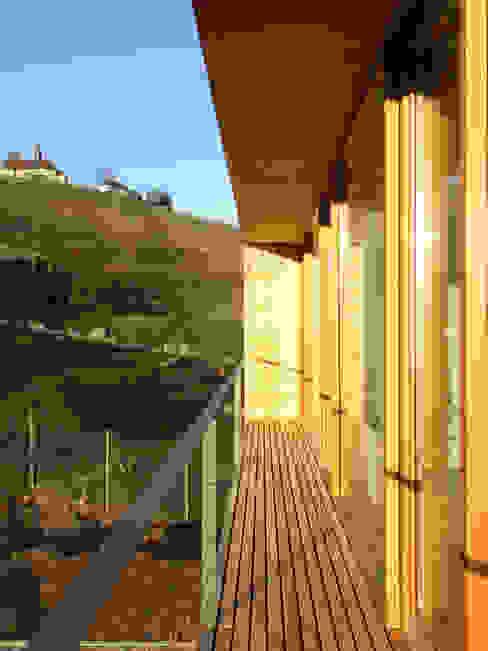 Wohnhaus in Gengenbach Moderner Balkon, Veranda & Terrasse von lehmann_holz_bauten Modern