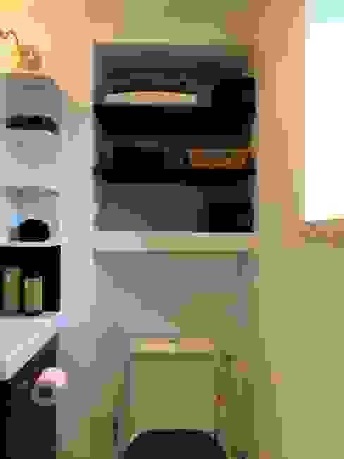Etagères salle de bain par Atelier d'Ersu & Blanco Moderne
