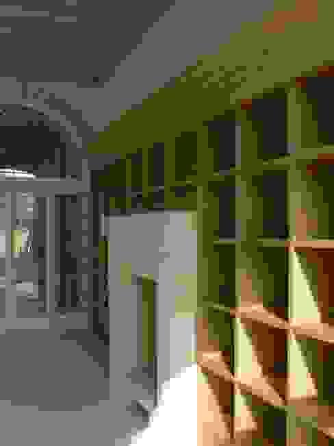 Libreria Soggiorno moderno di architetti5 Moderno