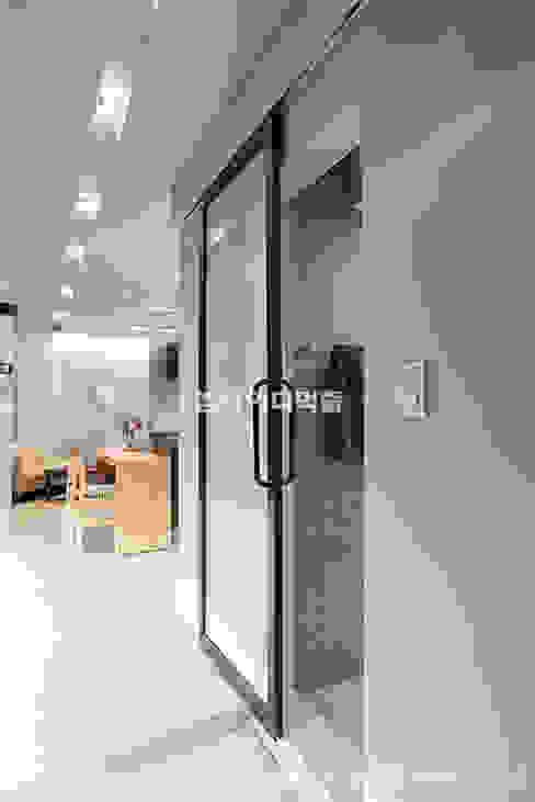 영등포구 당산동 19평형 원룸형 아파트: MID 먹줄의  욕실,모던
