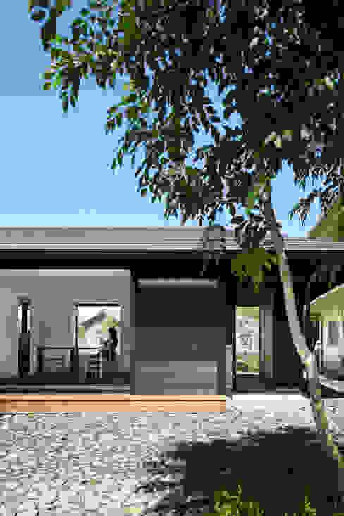 Modern houses by 山田伸彦建築設計事務所 Modern