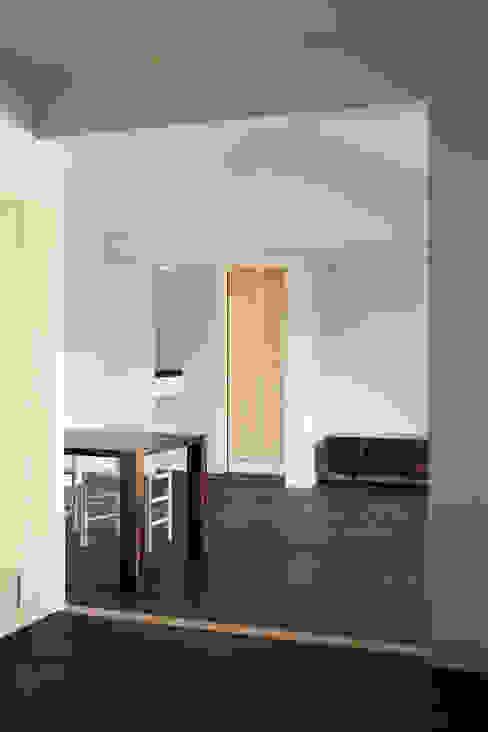现代客厅設計點子、靈感 & 圖片 根據 山田伸彦建築設計事務所 現代風