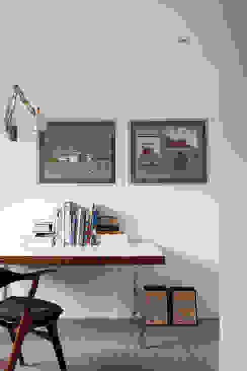 St Johns Avenue Modern study/office by Flower Michelin Modern