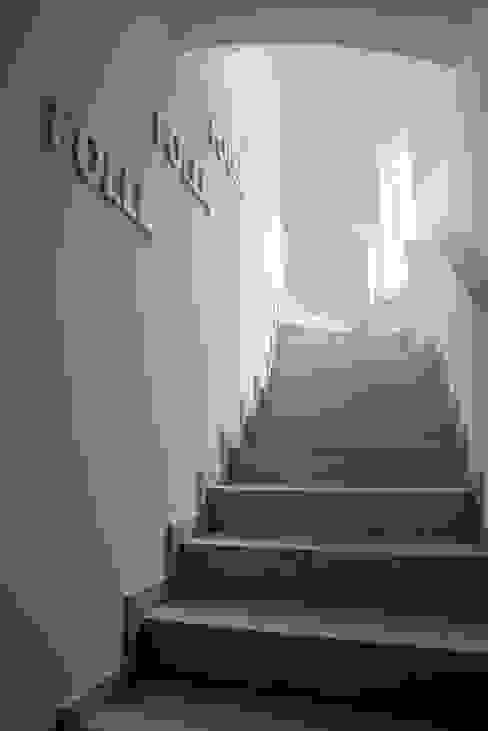 Modern corridor, hallway & stairs by PDV studio di progettazione Modern