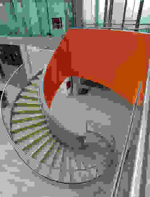 LINDSCHULTE Ingenieure + Architekten Corridor, hallway & stairsStairs