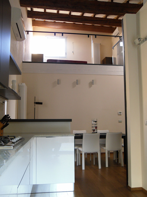 Ristrutturazione residenziale in un edificio storico - Firenze Sala da pranzo moderna di de vita e fici architetti associati Moderno