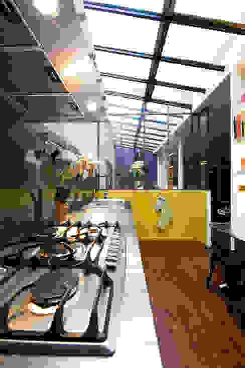 Industrialna kuchnia od LA CUISINE DANS LE BAIN SK CONCEPT Industrialny