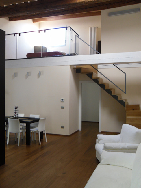 Ristrutturazione residenziale in un edificio storico - Firenze Soggiorno moderno di de vita e fici architetti associati Moderno
