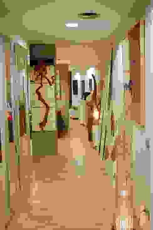 Pasillo: Vestíbulos, pasillos y escaleras de estilo  de Gramil Interiorismo II - Decoradores y diseñadores de interiores ,