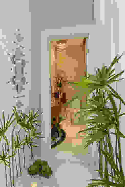 Pasillos, vestíbulos y escaleras de estilo moderno de Arquiteto Aquiles Nícolas Kílaris Moderno