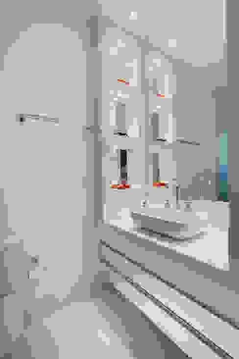 Casa Buriti Banheiros modernos por Arquiteto Aquiles Nícolas Kílaris Moderno