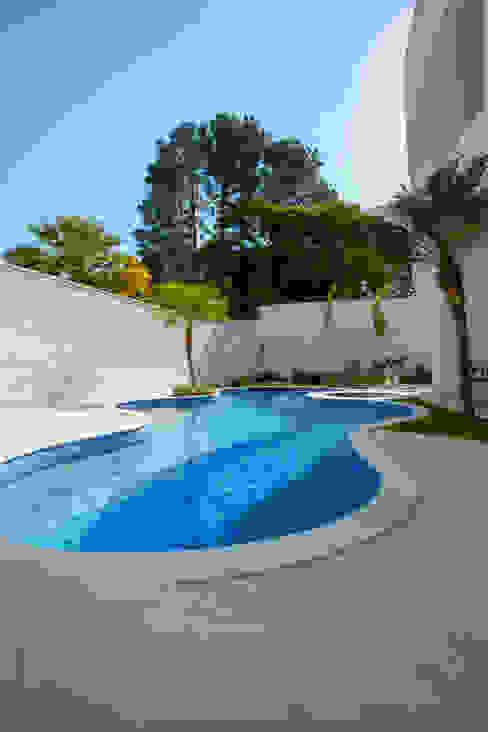 Piscinas de estilo  por Arquiteto Aquiles Nícolas Kílaris, Moderno