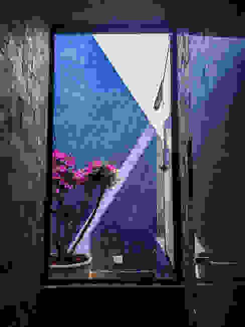 Casa J&J [TT ARQUITECTOS] Baños modernos
