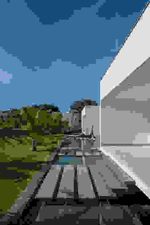 Minimalist house by Aguirre Arquitetura Minimalist