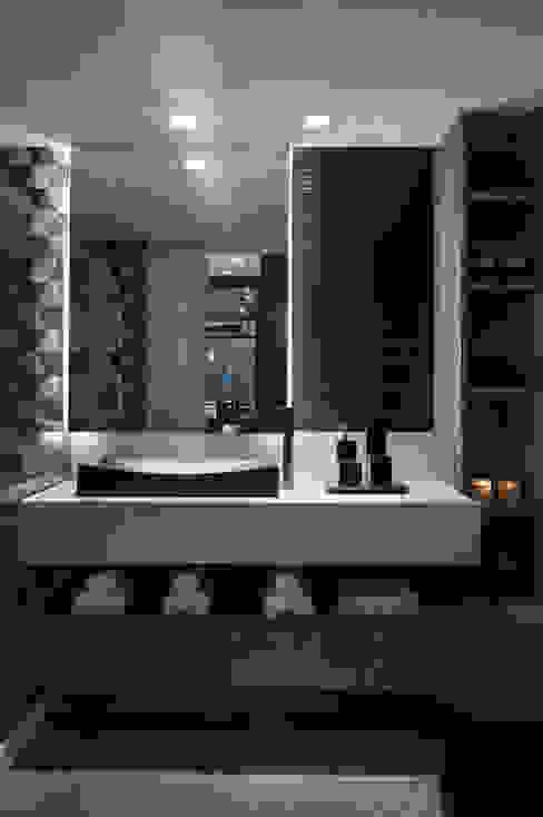 Baños minimalistas de Celia Beatriz Arquitetura Minimalista
