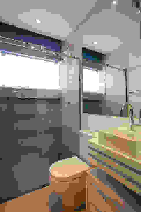 Casas de banho modernas por Designer de Interiores e Paisagista Iara Kílaris Moderno