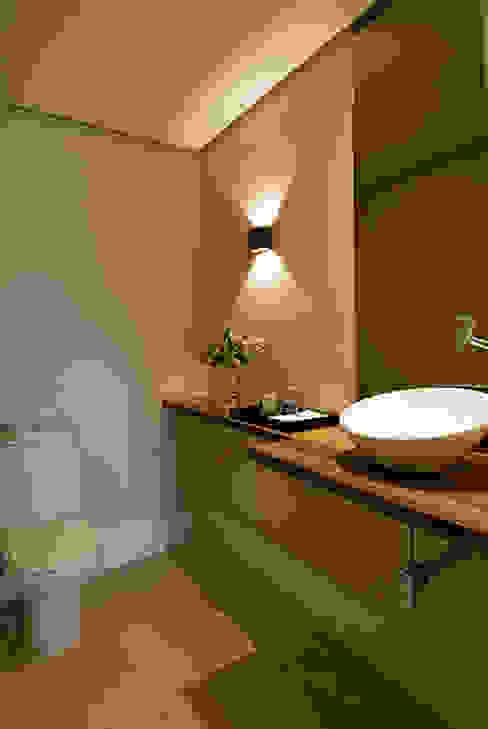Apartamento Itaim Marcella Loeb Banheiros modernos