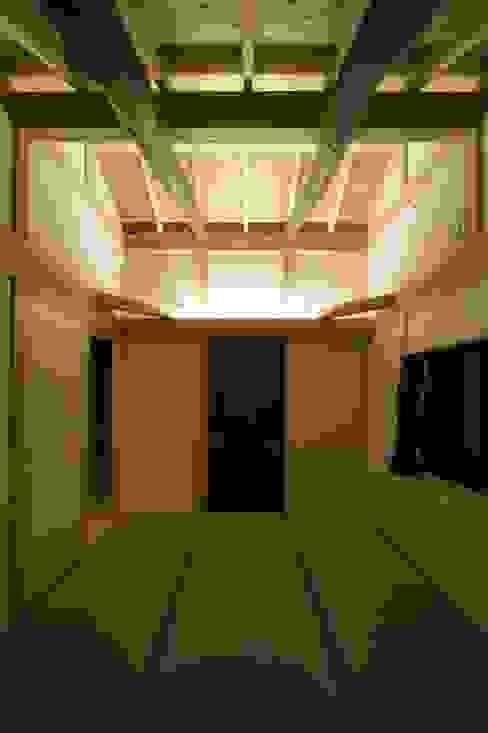 ห้องนอน โดย 木の家設計室 アトリエ椿, ผสมผสาน