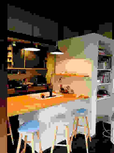에클레틱 거실 by 株式会社ローバー都市建築事務所 에클레틱 (Eclectic)