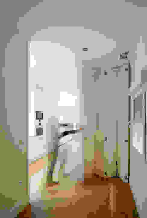od CM4 Arquitectos Minimalistyczny