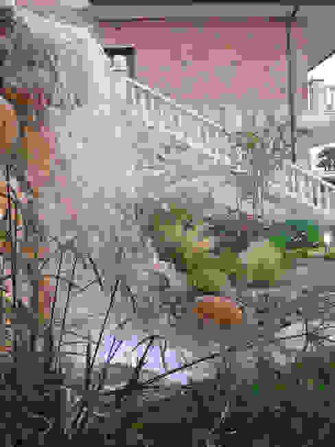 Cascada Jardines de estilo mediterráneo de LANDSHAFT Mediterráneo