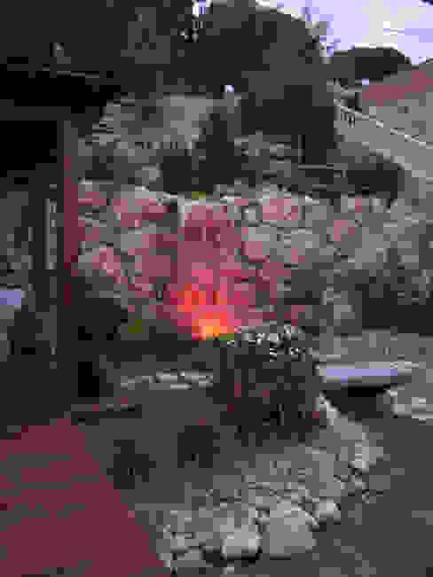 Iluminación de la Cascada Jardines mediterráneos de LANDSHAFT Mediterráneo
