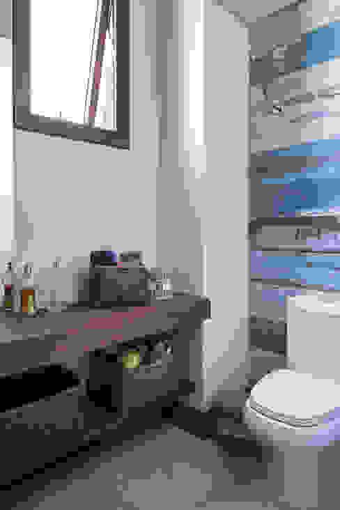 Baños modernos de Seferin Arquitetura Moderno