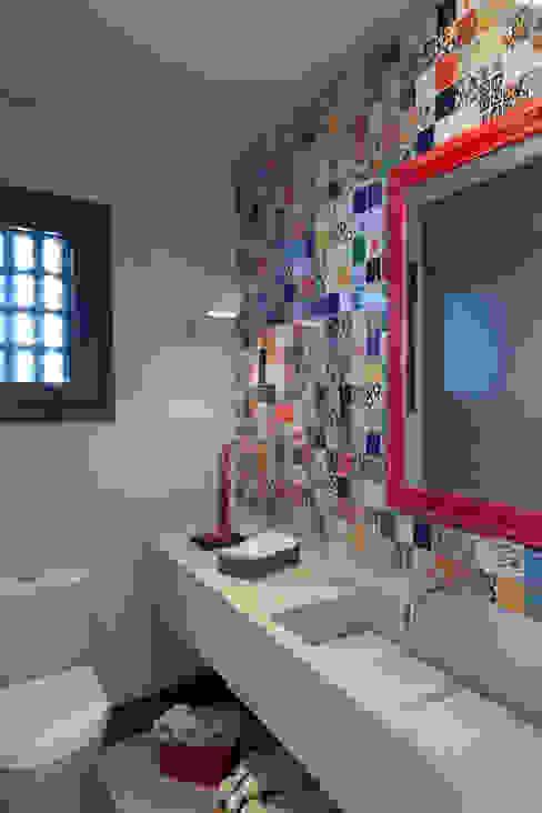 現代浴室設計點子、靈感&圖片 根據 Seferin Arquitetura 現代風