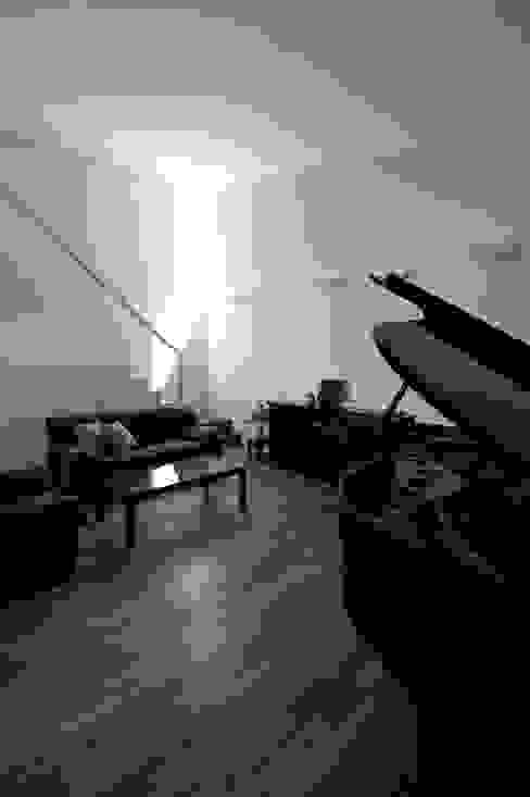 ホール: 工藤宏仁建築設計事務所が手掛けた和室です。,モダン