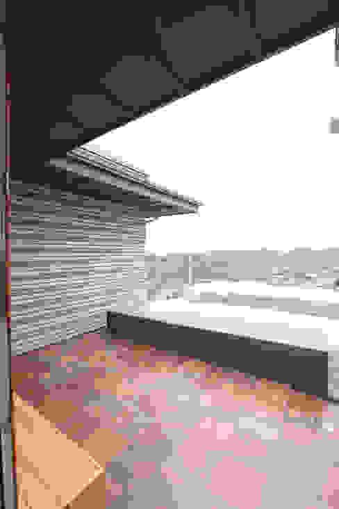 بلكونة أو شرفة تنفيذ 주택설계전문 디자인그룹 홈스타일토토, حداثي
