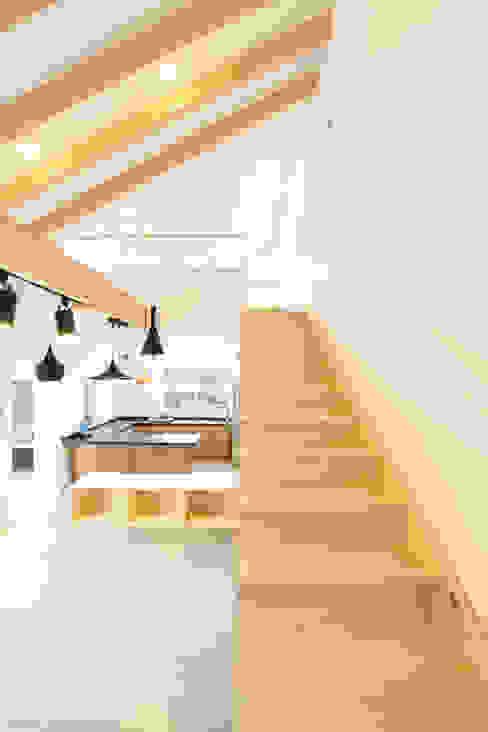 غرفة المعيشة تنفيذ 주택설계전문 디자인그룹 홈스타일토토, حداثي