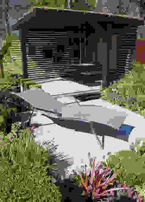 Office Box by Robert Hughes Garden Design Modern