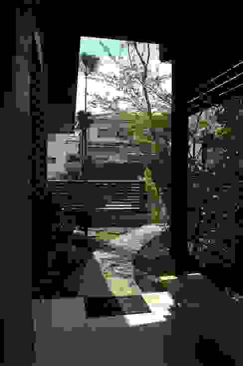 玄関回り オリジナルな 庭 の ばん設計小材事務所 オリジナル