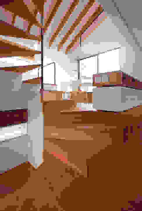 Casas modernas por 株式会社POINT Moderno