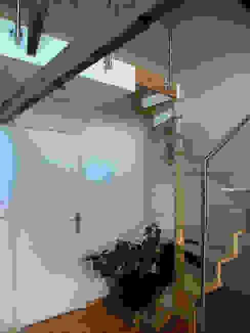 Accès au 2e étage par AB+ARCHI Moderne