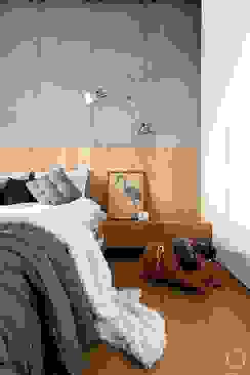Phòng ngủ phong cách hiện đại bởi OIKOI Hiện đại