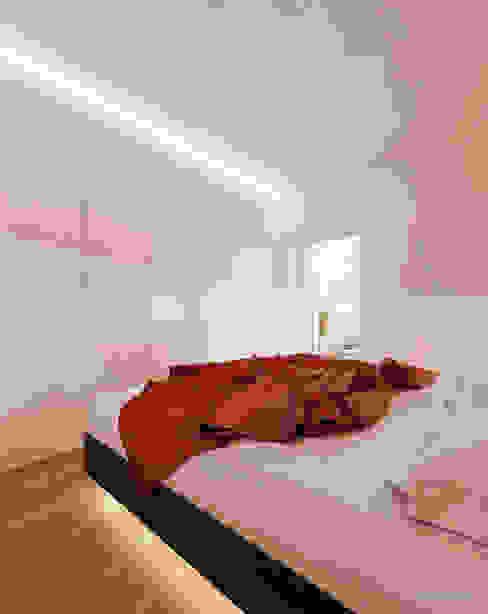 Projekt sypialni w drewnie Nowoczesna sypialnia od Ale design Grzegorz Grzywacz Nowoczesny