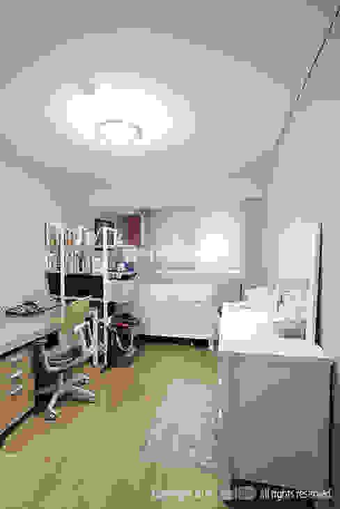 Habitaciones modernas de MID 먹줄 Moderno
