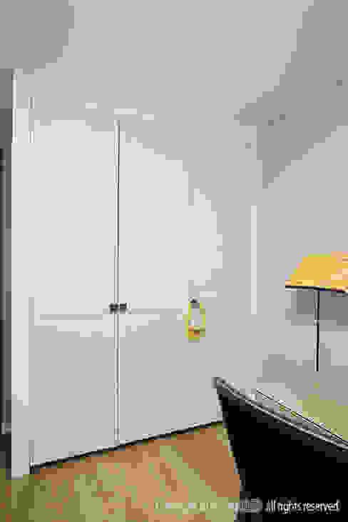 이태원 청화아파트 58평형: MID 먹줄의  침실,모던