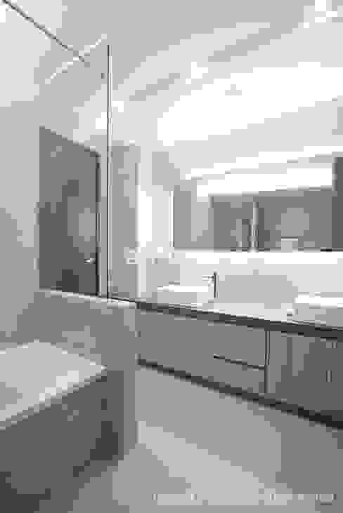 이태원 청화아파트 58평형: MID 먹줄의  욕실,모던
