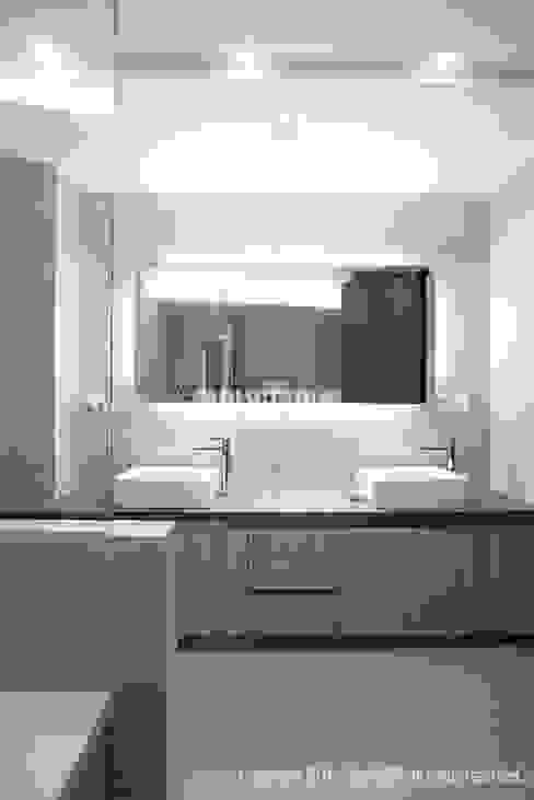 Baños de estilo  por MID 먹줄 , Moderno
