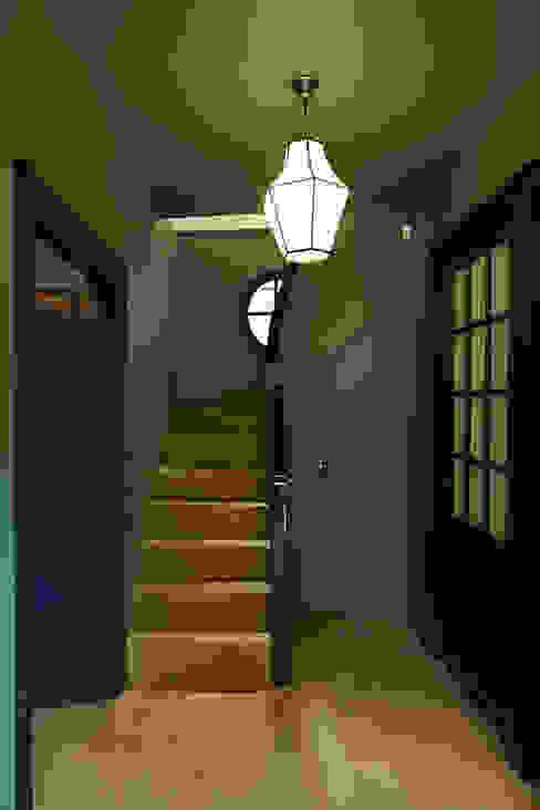 Entrée Capucine de Cointet architecte Couloir, entrée, escaliers minimalistes