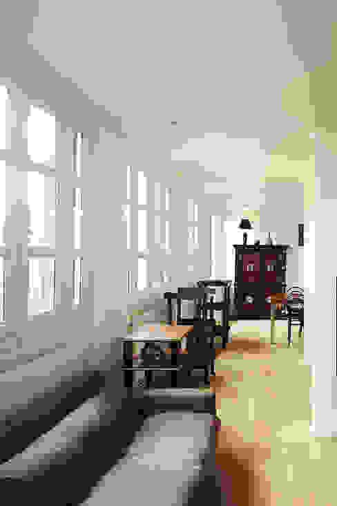 Salon Salon moderne par Capucine de Cointet architecte Moderne