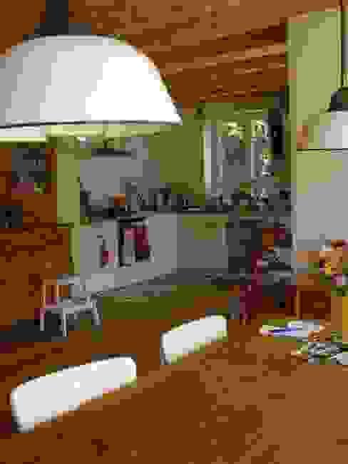 Wohngesundes Holzhaus - modern und kostengünstig Klassische Küchen von Neues Gesundes Bauen Klassisch