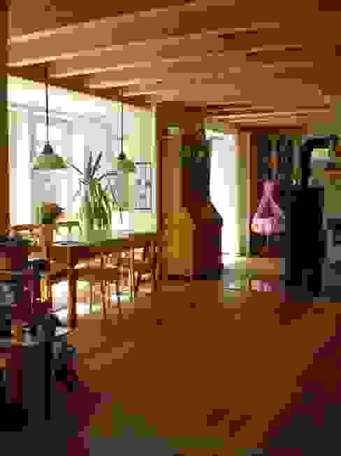 Wohngesundes Holzhaus - modern und kostengünstig Klassische Esszimmer von Neues Gesundes Bauen Klassisch