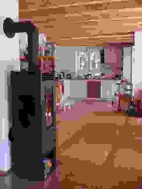 Wohngesundes Holzhaus - modern und kostengünstig Klassische Wohnzimmer von Neues Gesundes Bauen Klassisch