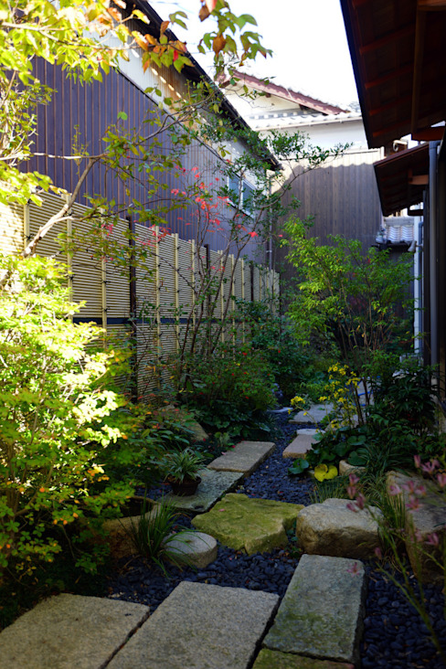 Eclectic style garden by にわいろSTYLE Eclectic