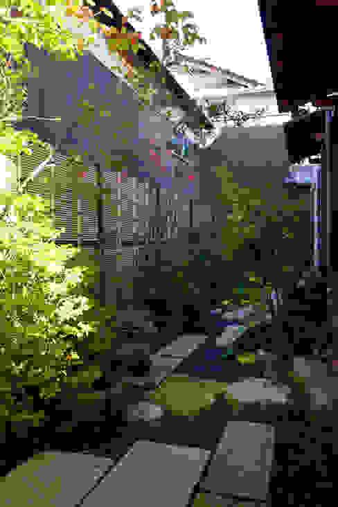 緑と潤いあふれる日陰の庭 2013~: にわいろSTYLEが手掛けた庭です。,オリジナル