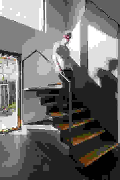 الممر الحديث، المدخل و الدرج من STEINMETZDEMEYER architectes urbanistes حداثي